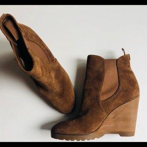 gorgeous michael kors boots. size 10